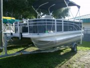 Used 2017  powered Bennington Boat for sale