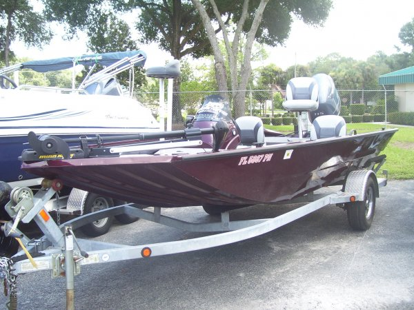 Alumacraft continues to lead the industry in solidly, well-crafted aluminum fishing boats. Our 2XB hulls, larger, one-piece, hardened heavy-duty keels and our oversized spray rails give you a drier, smoother ride giving you peace of mind that you've made the right decision on your new aluminum fishing boat.