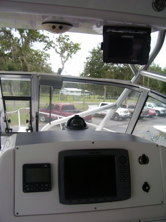 lowrance gps fishfinder 2001 Pro-Line 27wac for sale in INVERNESS, FL