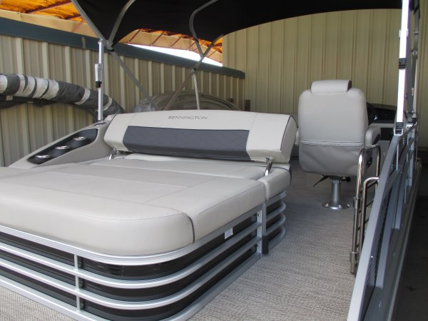 Rear lounger 2019 Bennington 22SSBXPDI TRI-TOON for sale in INVERNESS, FL