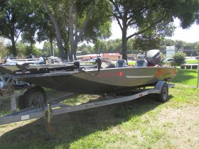 1998 Xpress  for sale at APOPKA MARINE in INVERNESS, FL