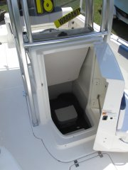 Step down center console with port o potty 2018 Robalo 222 w/WARRANTY for sale in INVERNESS, FL