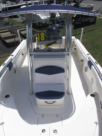 Walk around center console with T top 2018 Robalo 222 w/WARRANTY for sale in INVERNESS, FL