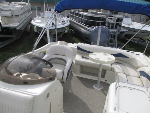 rear seating with table 2008 Southwind 210SD for sale in INVERNESS, FL