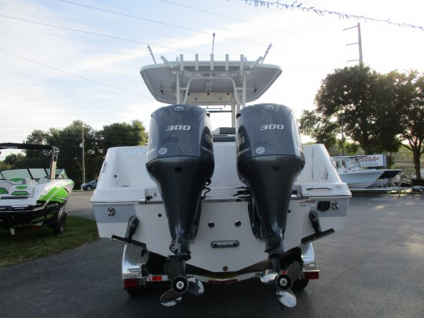 New 2020  powered Power Boat for sale 2020 Robalo 302 for sale in INVERNESS, FL