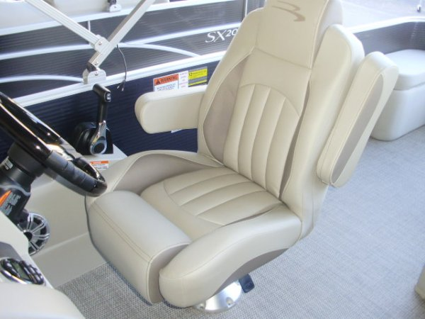 Capt. Helm Seat 2020 Bennington 22GBR for sale in INVERNESS, FL