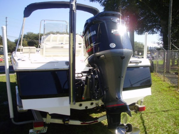 Power pole Yamaha SHO 250 2016 Robalo 246 Cayman for sale in INVERNESS, FL