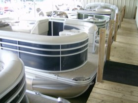 2020 Bennington 21SSX Tri-toon for sale at APOPKA MARINE in INVERNESS, FL