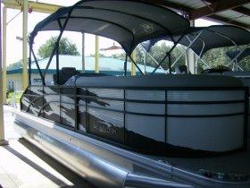 2021 Bennington 22 Swingback Tri-toon for sale at APOPKA MARINE in INVERNESS, FL