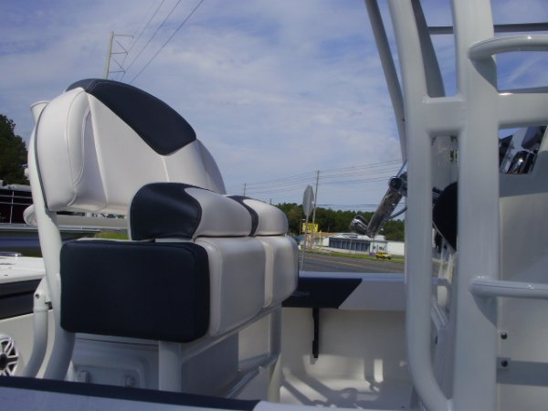 Helm Seat 2021 Robalo 246 SD for sale in INVERNESS, FL