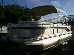 2016 Bennington 22SSXAPG for sale at APOPKA MARINE in INVERNESS, FL