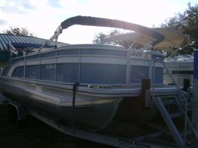 2018 Bennington 25SSBXP Tri-toon Swing Back for sale at APOPKA MARINE in INVERNESS, FL