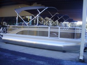 2021 Bennington 21SFXAPG Tri-Toon for sale at APOPKA MARINE in INVERNESS, FL