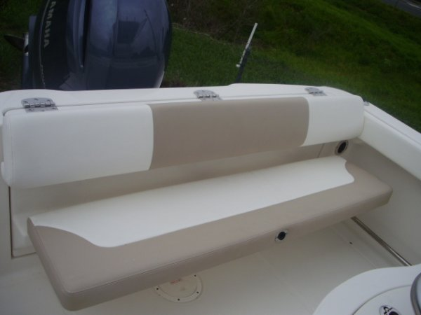 Rear Jump Seat 2022 Robalo R222 for sale in INVERNESS, FL