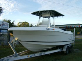 2016 Robalo R222 for sale at APOPKA MARINE in INVERNESS, FL